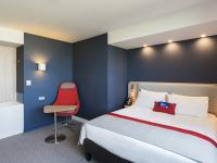 hotel-paris-holiday-inn-express-cdg-airport-chambre-double-gal-01
